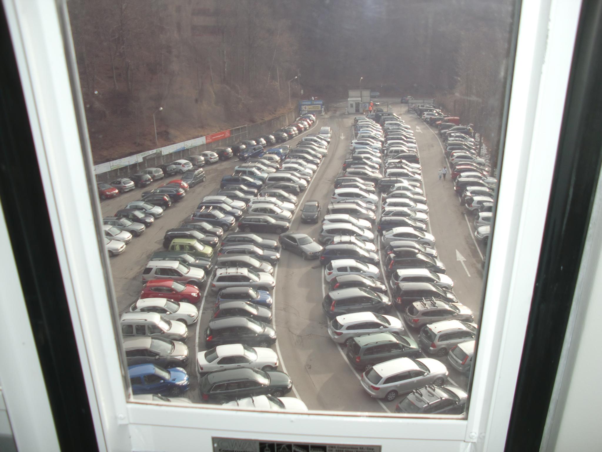 Piani di bobbio da tutto esaurito assalto alle piste e for Piani distaccati di posti auto coperti