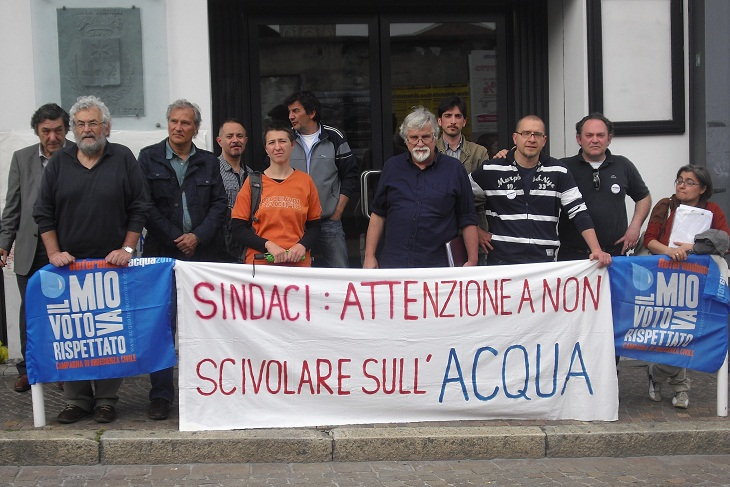 http://lecconews.lc/wp/wp-content/uploads/2013/05/comitato-acqua-pubblica-sala-ticozzi.jpg