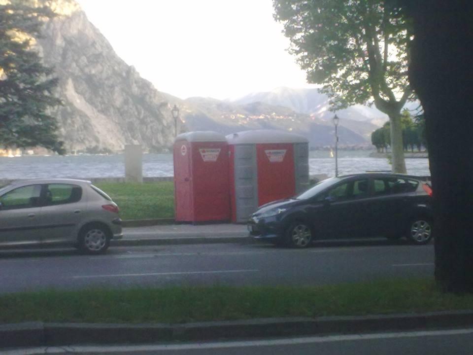 bagni pubblici sul lungolago