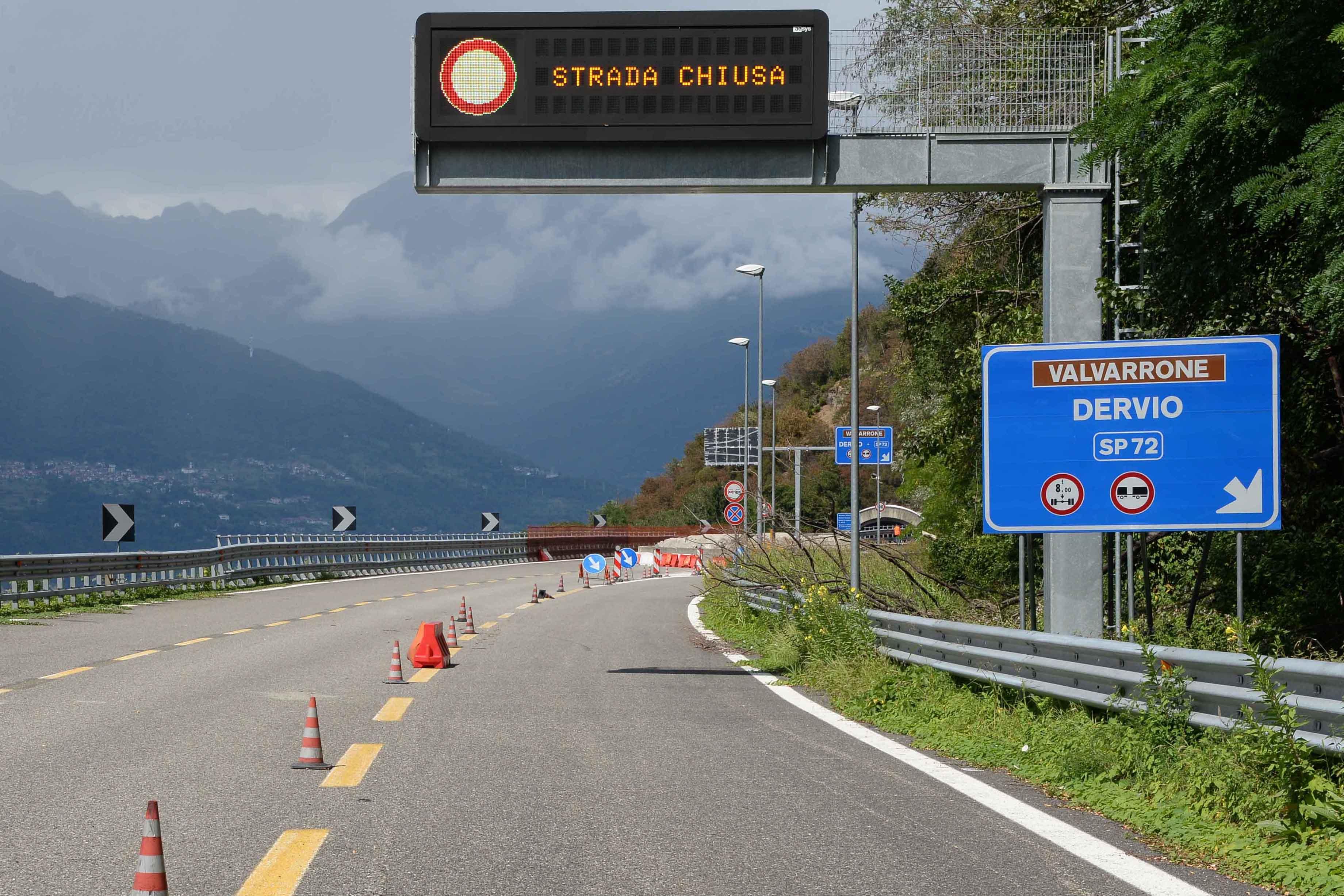 Dervio strada statale ss36 chiusa l'uscita allo svincolo di Dervio