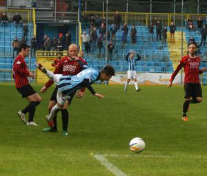 Calcio Lecco Pro Piacenza Fallo su Romeo