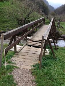 Ponte rotto e pericoloso