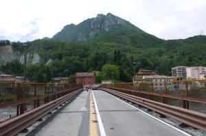 Ponte Azzone Visconti veduta del Monte Barro, Malgrate, 2014