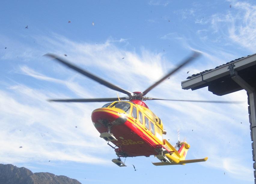 Elicottero Lecco : Bellano cade bimba di tre anni soccorsa con l elicottero