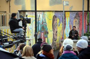 """LECCO = RIPRESE DELAL FICTION DI RAI 1 """" UNA GRANDE FAMIGLIA """" ALL' ESTERNO DEL CENTRO COMMERCIALE """" MERIDIANE """" - CARDINI - 7-11-2014"""