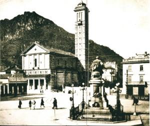 Piazza Manzoni e chiesa della Vittoria, Lecco, 1940