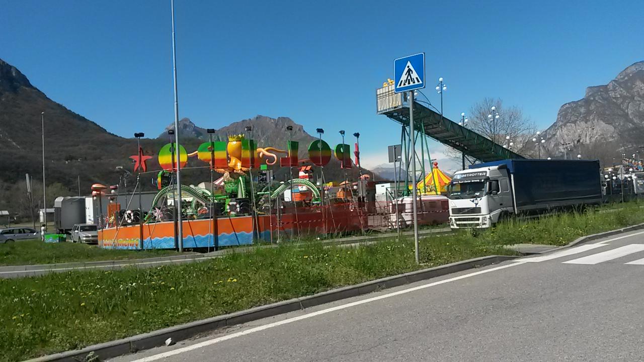Luna park di pasqua a lecco la tradizione non si spezza for Giostre luna park usate