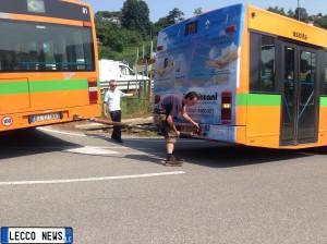 autobus incastrato oggiono 2