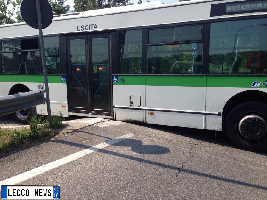autobus incastrato oggiono 3