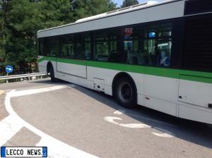 autobus incastrato oggiono
