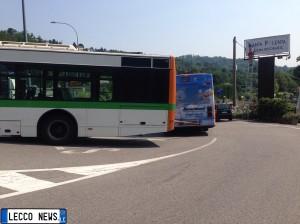 autobus incastrato oggiono 4