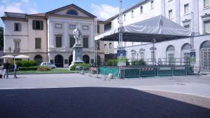 Piazza Garibaldi, il Teatro della Società e il Monumento a Garibaldi, Lecco, 2015