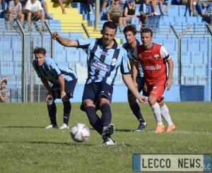 Calcio Lecco Varesina Rigore França