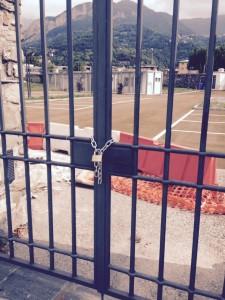 Cancello chiuso lavello