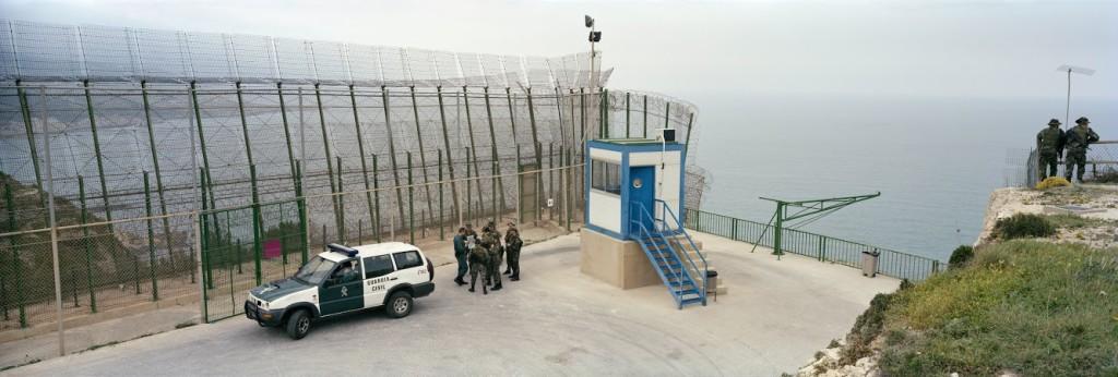 immagimondo_Sea+fence+jeep+soldiers_i4