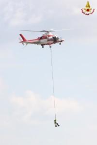 vigili del fuoco elicottero drago pompieri verricello