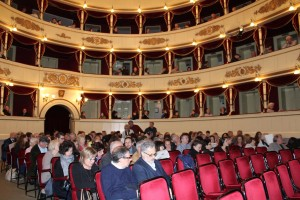 PUBBLICO TEATRO SOCIALE FRAMMENTI FILOSOFIA