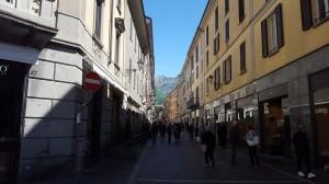Via Cavour vista da Piazza Garibaldi, Lecco, 2016