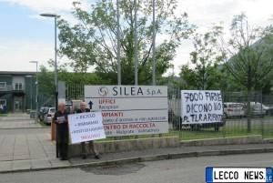 presidio ambientalisti fuori inceneritore silea (1)
