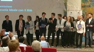 rota calolzio - studenti premiati insieme al dirigente e ai docenti referenti