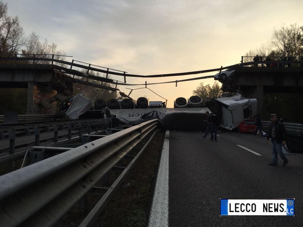 camion-ponte-annone-crollato-2