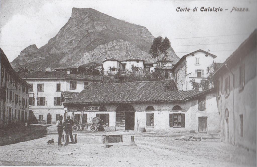 Piazza Regazzoni a Calolziocorte, 1910