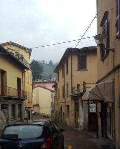 Via alla chiesa, vista del castello di Rossino, Calolziocorte, 2017