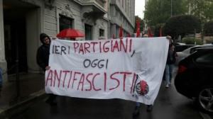sinistra classe rivoluzione_contestazione_25 aprile_3