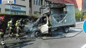 furgone fiamme incendio via balicco (2)