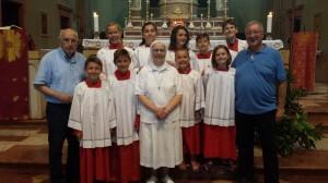 Monsignor Locatelli con i suoi chierichetti