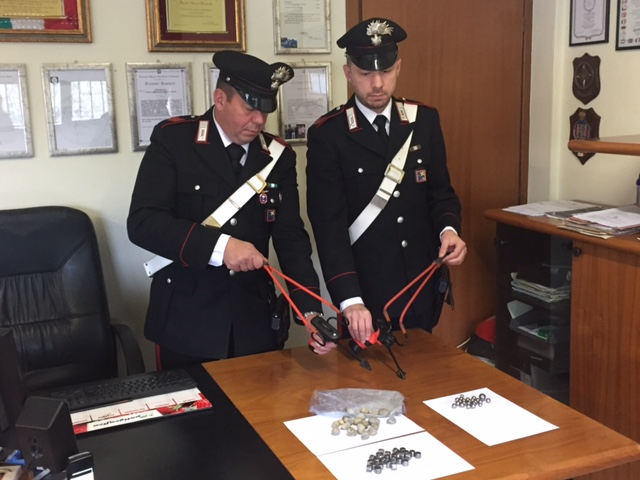 fionda carabinieri