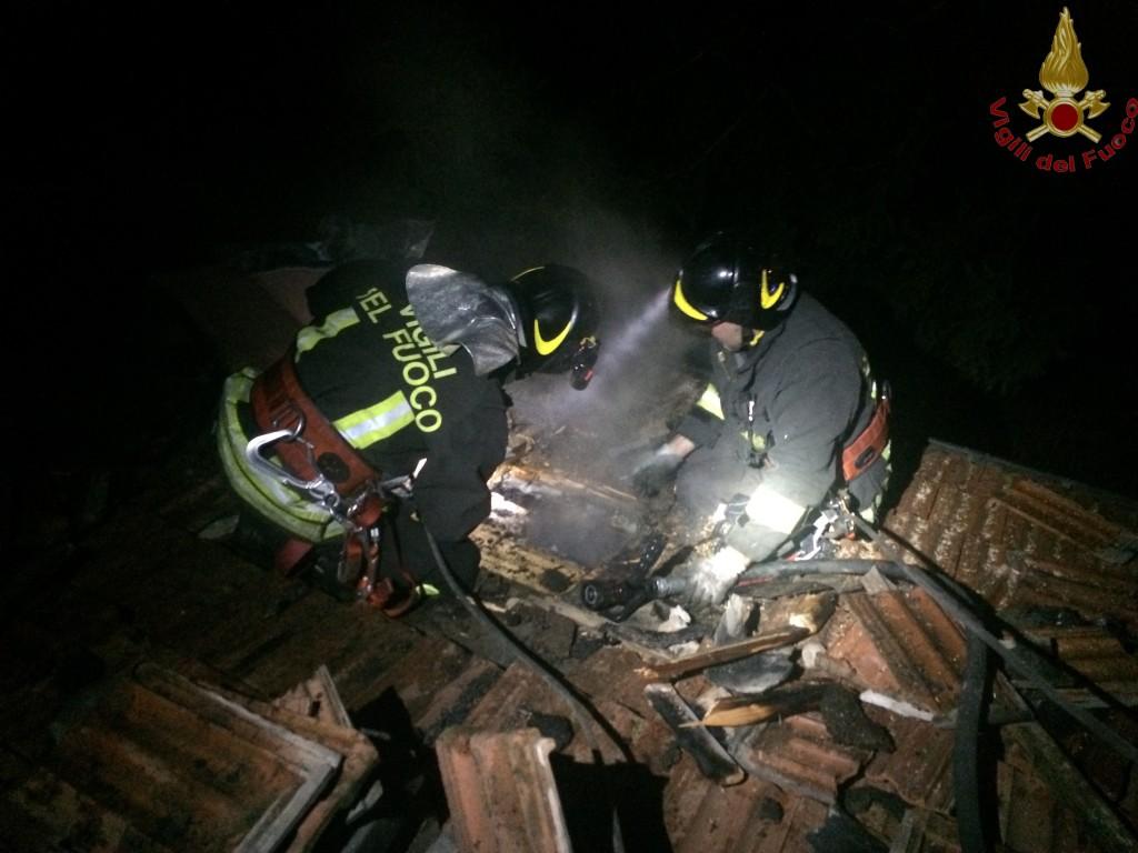 pompieri notte incendio tetto galbiate