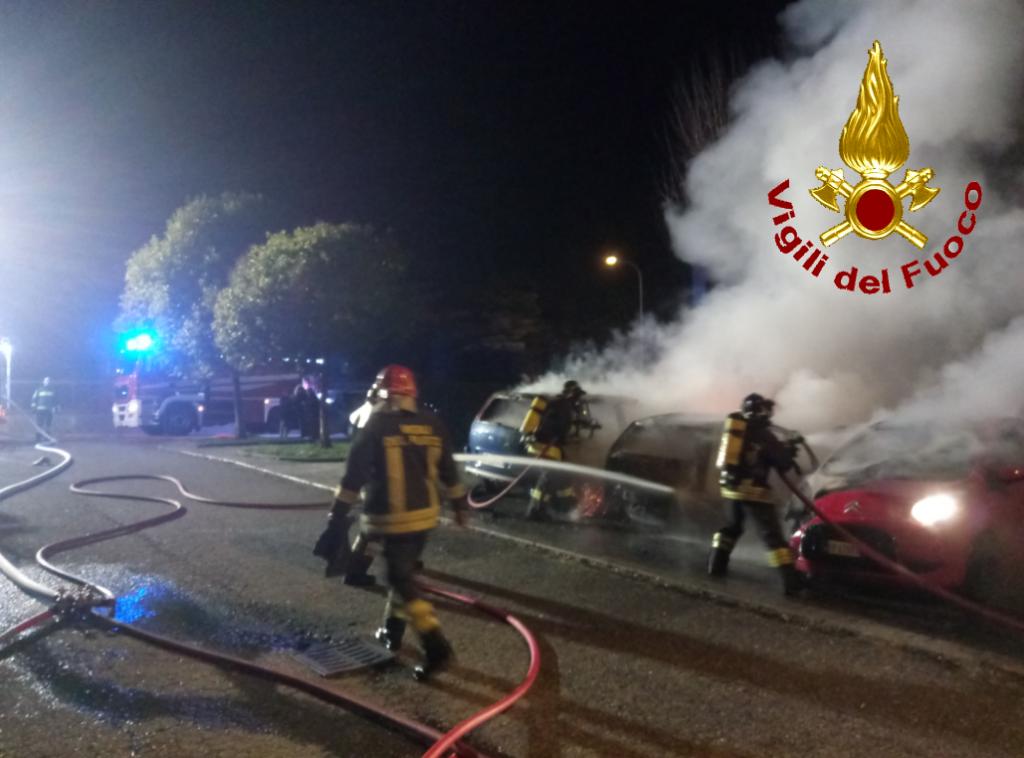 incendio auto olginate vigili del fuoco pompieri (1)
