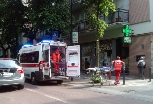 ambulanza incidente ciclista viale turati
