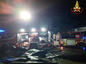 calolzio incendio bancali auto (3)