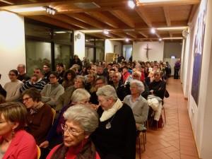 incontro sos mediterranee casa sul pozzo gente platea